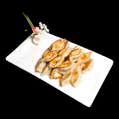 Жареные китайские пельмени с начинкой из свинины и лука 猪肉大葱锅烙